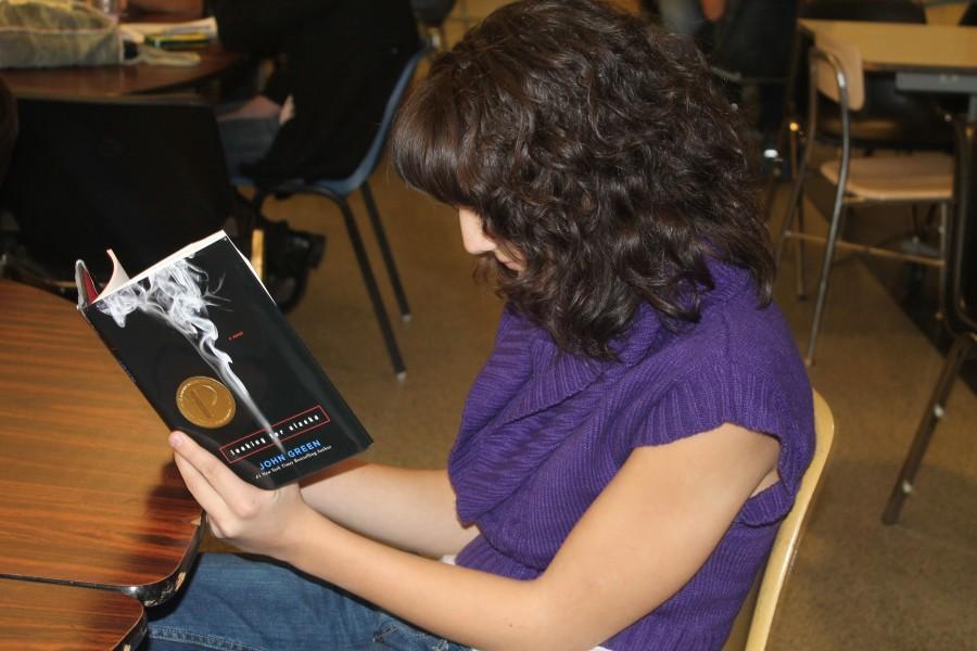 Teens+Reading+in+Full+Swing+