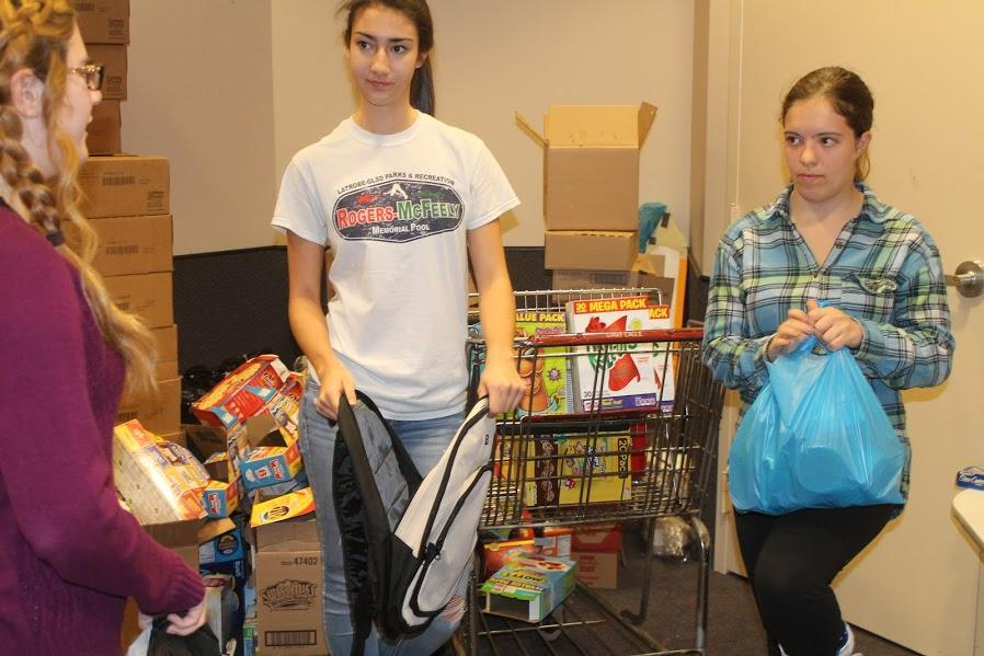 Interact+Club+officers+and+members+pack+backpacks+for+charity
