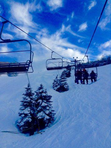 Latrobe Students Hit the Slopes with Ski Club