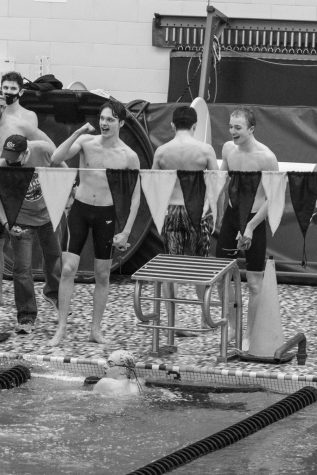 Varsity Boys Swimmers Break 200 Freestyle Relay Record